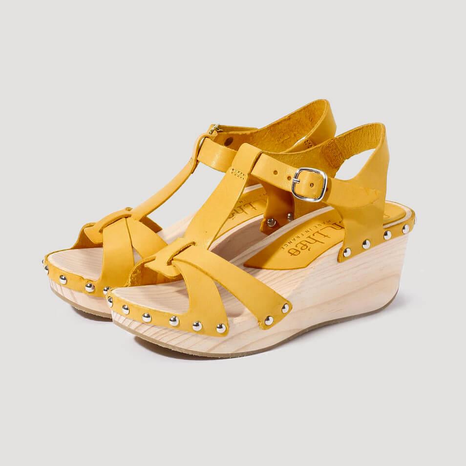chaussure en cuir tannage végétal et semelle en bois
